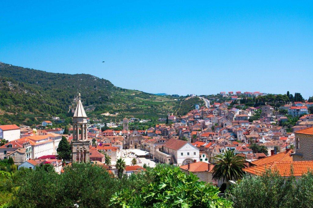 أسباب لعدم زيارة جزيرة هفار في كرواتيا صور